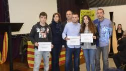 Els alumnes de l'institut Arnau Capdevila i el Sergi Capdevila en el moment de recollir el premi