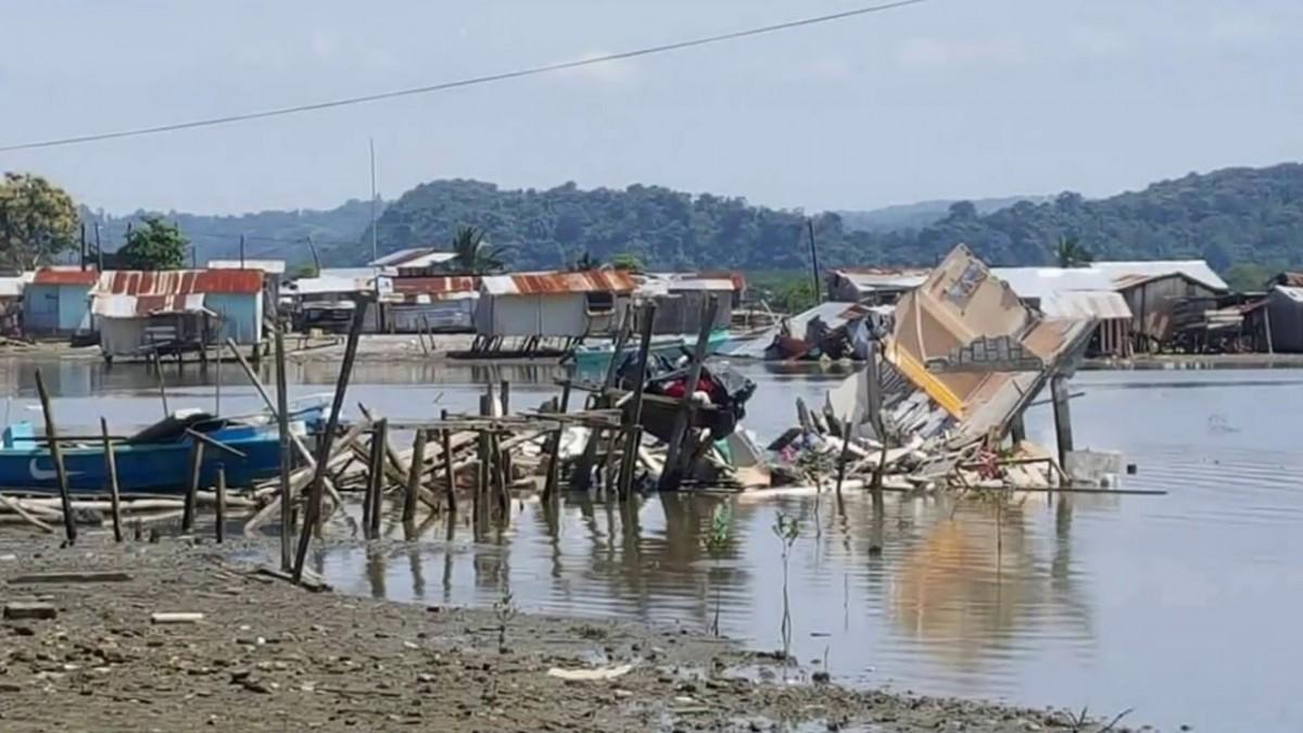 Vista de l'impacte del terratrèmol de 2016 a l'illa de Muisne