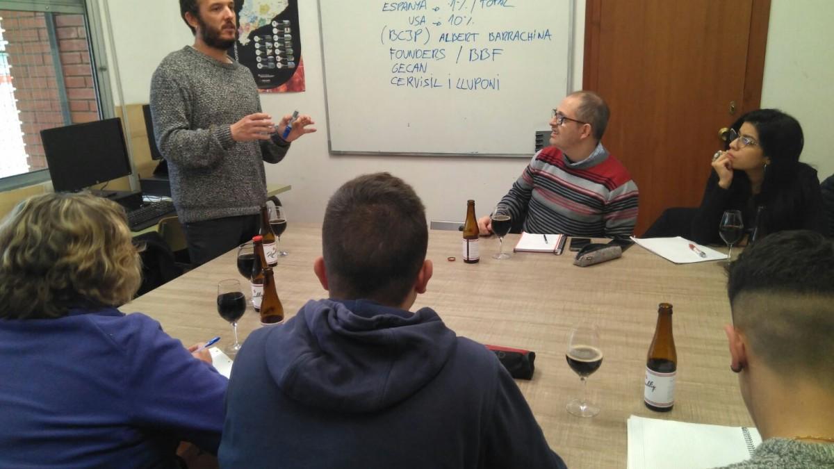 Un moment de l'exposició del procés d'elaboració de la cervesa Republiq